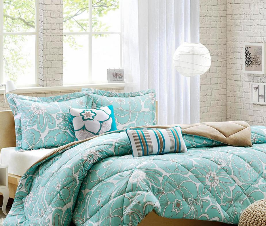 Up to 60% OffOn Clearance Items @ Designer Living