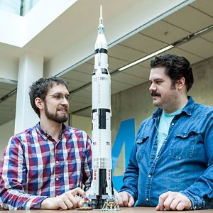 $119.99+赠品 拼砌后实物高达1米补货:LEGO官网 NASA阿波罗土星五号21309