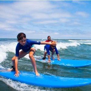 6.5折+额外8折 $29.6起洛杉矶 90分钟私人冲浪课程 多个海滩可选