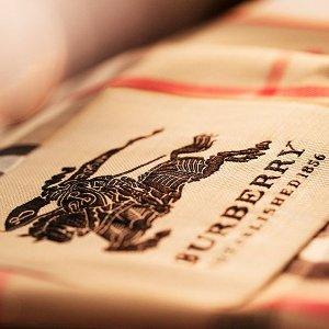 5折起  羊绒围巾$295巴宝莉美国官网季末大促  实用Parka$650 水桶包、双肩包补货