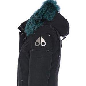 $694.99(原价$995)Moose Knuckles 女士中长款羽绒服