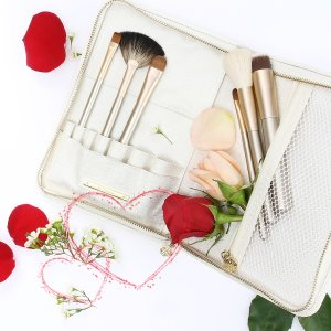 Last Day: $39 ($116 Value)Must-have brushes for your daily makeup routine @ Eve by Eve's