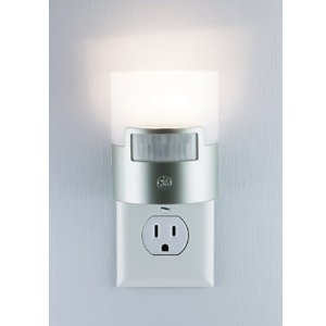 $7.97GE Ultra Brite 运动感应器控制 LED 夜灯